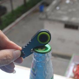 Ledes kulcstartó sörnyitóval